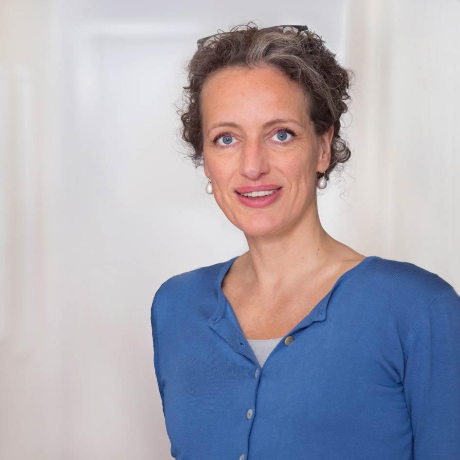 Portrait Annette Stolzenberg - Kanzlei Matthias Wetzel